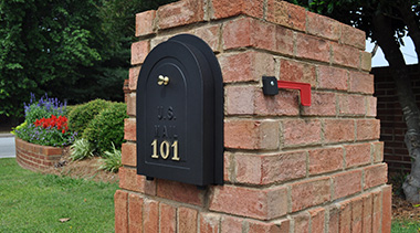 Residential curbside brick mailbox with metal door style BRD8 with cast aluminum material and brass knob